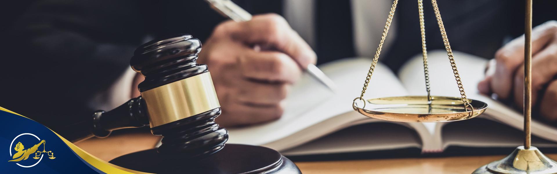 LOS ABOGADOS COMO COLABORADORES DE LA ADMINISTRACIÓN DE JUSTICIA thumbnail